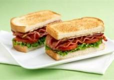 Cooler Friendly Sandwich: The BLT & Pita Sandwich